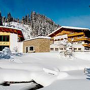 © Landhotel Alpenhof - Winteransicht
