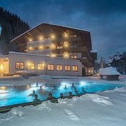Landhotel Alpenhof Winteraufnahme Aussenpool Kinder