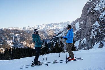Ausblick auf die Bergwelt ebim Skifahren am Dachstein© STMG Fotograf: Karl Steinegger