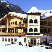 © Landhotel Strasserwirt - Hotelansicht Winter