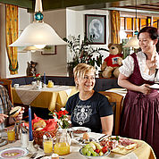 © Landhotel Kaserer - reichhaltiges Frühstücksbuffet zur Stärkung für den Tag