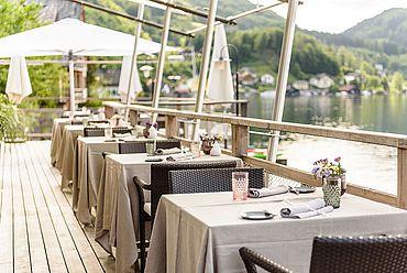 Terrasse im Landhotel Das Traunsee direkt am See