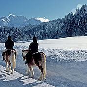 © Landhotel Strasserwirt - Mit der Natur im Einklang, im Winter reiten