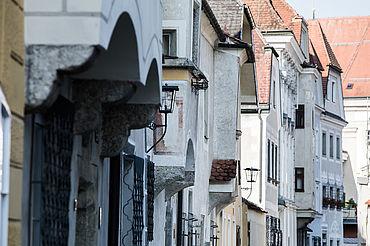 Historische Häuser in einer Altstadt-Gasse von Steyr, (c) Oberoesterreich Tourismus Gmbh, Robert Maybach
