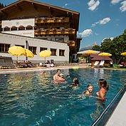 Landhotel Alpenhof - Hotelansicht Sommer