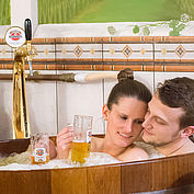 Im Bier-Bottich-Bad entspannen