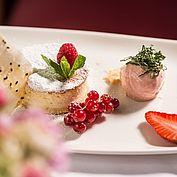 Dessert Törtchen Eis Erdbeer Beeren Eichingerbauer