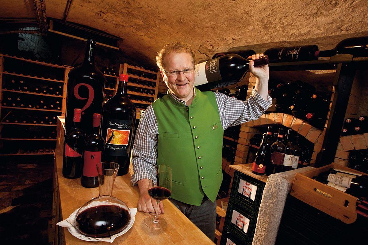Chef Reinhold Baumschlager im Weinkeller des Landhotel Forsthof