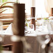 Landhausstube gedeckter Tisch im Restaurant Landhotel Eichingerbauer