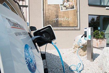 E-Ladestation direkt am Hotelparkplatz I @Team-i Zeitschriftenverlag GmbH/eCarAndBike