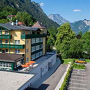 Hotelansicht Sommer - Landhotel Post Ebensee
