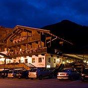© Landhotel Wiedersbergerhorn - Hotelansicht Abendstimmung
