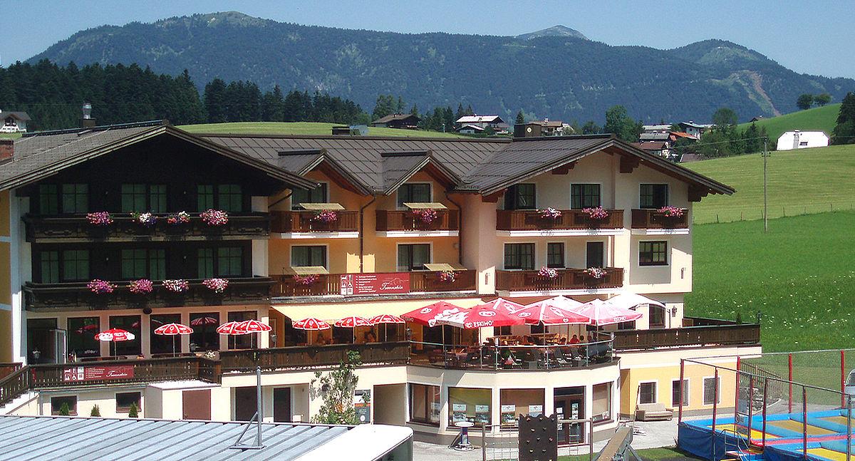 Landhotel Traunstein - Hotelansicht Sommer