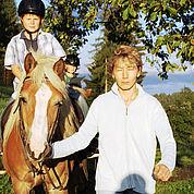 © Landhotel Presslauer - Ponyreiten am Bauernhof