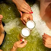 © Landhotel Moorhof - Bier Bottich Bad gemeinsamer Genuss