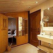 © Landhotel Eichingerbauer - Kaminsuite Badezimmer und Sauna