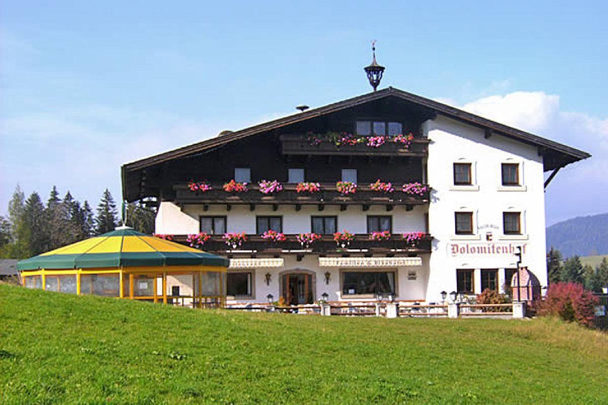 Landhotel Salzburger Dolomitenhof - Hotelansicht Sommer