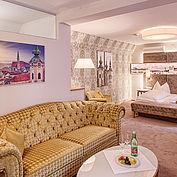 Suite zum Relaxen mit Wohnbereich © Landhotel Mader