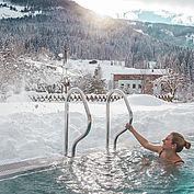 Landhotel Alpenhof - Winterromantik im verschneiten Freibad