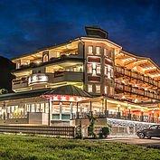 landhotel-maria-theresia-hotelanischt-in-der-daemmerung