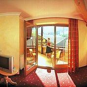 © Landhotel Wiedersbergerhorn - gemütliches Komfortzimmer mit Balkon