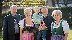 © Landhotel Moorhof - Gastgeberfamilie Bauer - 3 Generationen