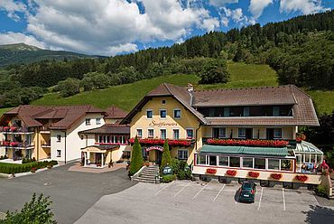© Landhotel Stofflerwirt - Aussenansicht Sommer