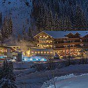 © Fotodesign David - Abendaufnahme vom Hotel Alpenhof im Winter