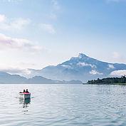 Fahrt mit dem Elektroboot © TVB MondSeeLand Valentin Weinhäupl
