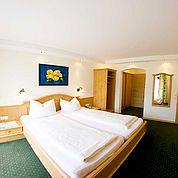 © Landhotel Salzburger Dolomitenhof - Zimmer mit Panoramablick