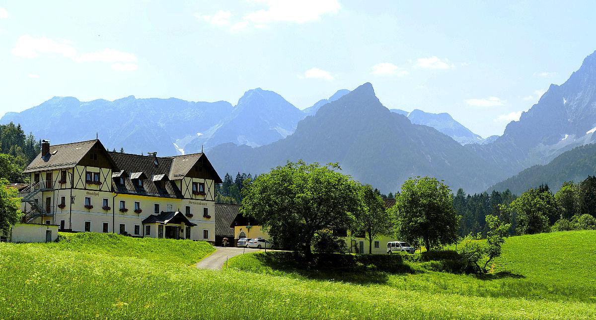 Landhotel Gressenbauer Hotelansicht Sommer