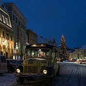 © Landhotel Mader - Oldtimer Bus Stadtplatz Steyr im Advent