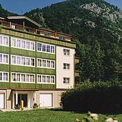 Landhotel Post in Ebensee am Traunsee mit Park- und Seeblick