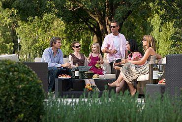 © Landhotel Birkenhof/ Helmreich - gemuetliche Lounge im hoteleignen Garten