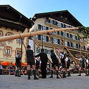 Das Maibaum aufstellen am 30. April