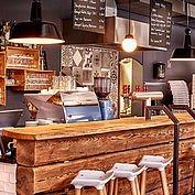© Landhotel Berau - Bar im Restaurant Hias
