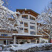 Landhotel Tirolerhof Aussenansicht Winter Hoteleingang