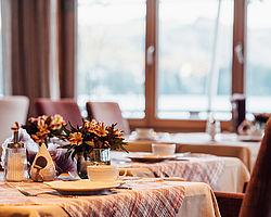 geniessen-im-restaurant-bootshaus-in-traunkirchen