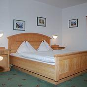 komfordoppelzimmer-im-landhotel-post-ebensee