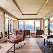 neuer-loungebereich-mit-gebirgsrundumblick