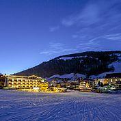 Landhotel Tirolerhof bei Nacht im Winter