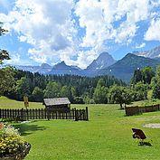Ausblick Pyhrn-Priel vom Garten des Landhotel Gressenbauer