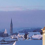 © Landhotel Mader - Winteransicht über den Dächern von Steyr