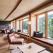 """© Landhotel Edelweiss - Loungebreich mit der Wagrainer Natur """"zum Greifen nahe"""""""