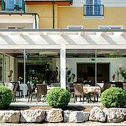Hotelansicht-Landhotel-Birkenhof-in-Richtung-Terrasse