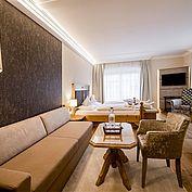 Loungebereich im Doppelzimmer superior