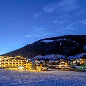 © Landhotel Tirolerhof/ Thomas Trink - Umgebung im Winter bei Nacht