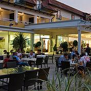 © Landhotel Birkenhof/ Helmreich - Abendstimmung im Gastgarten