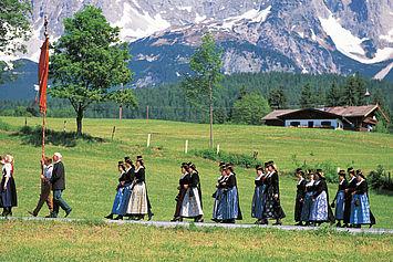© Tirol Werbung/Ludwig Mallaun  -  Echtes Brauchtum und gelebte Tradition