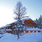 Landhotel Edelweiss - weihnachtlich, tief verschneit